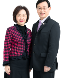 <strong>YANG YU-HUA HONORARY ADVISOR</strong><br/> <strong>YANG TSAI-MING HONORARY ADVISOR</strong><br/> <em>Double Gold Award (17-time Achiever of Annual Performance Awards) / Gold Award / Twenty Two Years Consecutive Achievement Award</em>